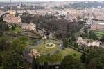 Blick auf die Gärten und den Regierungspalast.