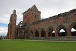 Sweetheart Abbey (New Abbey / Dumfries & Galloway), die Mauern der kreuzförmigen gotischen (Early English) Abteikirche (mit Vierungsturm) sind weitgehend erhalten und seit 1779 konserviert.