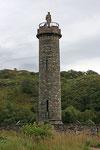 Glenfinnan Monument am Ufer des Loch Shiel (Glenfinnan/Highlands).