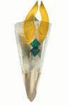 Halbrunde Wandleuchte aus gefusten, gelborangen und grünen Scherbenauflagen aus Glas mit Messingschuh