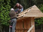 Hier wird die Lattung für die Dachziegel angebracht