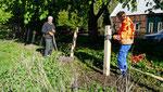In Zusammenarbeit mit dem Bauamt errichten wir den neuen Zaun Foto: Josef Lanfermann