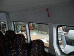 Innenverkleidung von BUSHANDEL / Fensterumrandung in Kunstleder, Dachhimmel und Teil Seitenwand in Velour.