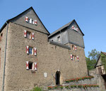 Burghof mit Hauptgebäude