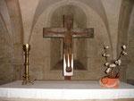 Romanisches Kruzifix in der Krypta