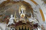 Vierzehnheiligen, Bekrönung des Vierzehn-Nothelfer-Altars mit der Hl. Margarete und dem Hl. Cyriakus