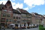 Rathausplatz, bemalte Fachwerkhäuser