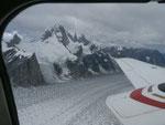 アラスカの氷河の谷