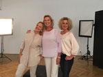 Drei Konkurrentinnen? Quatsch, wir können uns alle gut leiden: mit Hera Lind und Susanne Fröhlich.