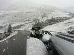 1. August mit zwei Jaguar SS von 1930 in Vorarlberg unterwegs - und plötzlich kippt über Nacht das Wetter. Von Hitze auf Schneefalll ...