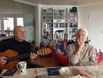 Erwin Knaus - wenn er die Gitarre in die Hand nahm, sang unsere Mutter oft mit - mit einer begnadeten Stimme bis ins hohe Alter.