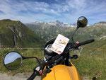 """Und immer wieder mit meinen Motorradfreunden ab in die Alpen. Meine """"BMW-Bergziege"""" liebt die kurvigen Strecken."""
