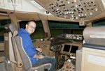 Im Cockpit einer  B 777-200 - Austrian Airlines