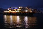 am nächsten Morgen treffen wir im Hafen von Havøysund die Trollfjord...
