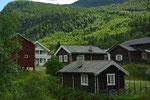 und wieder alte Holzhäuser
