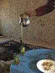 Thé à la menthe, kunstgerecht eingeschenkt