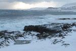 Küste vor dem Leuchtturm von Kjølnes