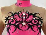 Ganzkörperanzug in Farbverlauf Pink/Schwarz mit schwarzen Applikation / Detail / Gr.S
