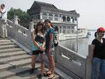 April und ich vor dem Marmorschiff (Sommerpalast)