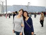 Mit Freundin der Gastmutter vor dem Watercube