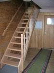 gerade Treppe in Buche mit Buchenstaketten