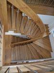 ½ gewundene Treppe in Eiche mit Chromstahlstaketten