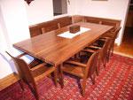 Tisch und Bank in Nussbaum massiv