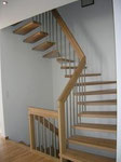 ½ gewundene Treppe in Buche mit Chromstahlstaketten