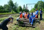 Bei der Vorbereitungsaktion für den 3. Bergstadtexpress am 28. Mai 2018 gab es auf dem Bahnhof Großvoigtsberg auch einen illustren Pressefototermin. Foto: Archiv Bergstadtexpress
