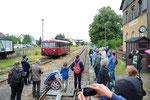 Einfahrt des Gegenzuges aus Nossen in Richtung Freiberg in den Bahnhof Großvoigtsberg in Form des 796 625-0 am 24. Juni 2018. Die Zugkreuzungen wurden stets von etlichen Kameraaugen beobachtet. Foto: Archiv Bergstadtexpress