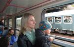 """Auch die jüngsten Fahrgäste schauten nicht schlecht erstaunt zum parallel zum Bergstadtexpress in den Bahnhof Nossen einfahrenden """"Ziegenhain-Express"""" hinüber, 24. Juni 2018. Foto: Archiv Bergstadtexpress"""