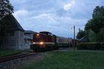 Am Abend des Sonntag, 25. Juni 2017 hat der von 204 237-2 gezogene 2. Bergstadtexpress den Haltepunkt Zug erreicht und wird in wenigen Augenblicken nach Brand-Erbisdorf weiterfahren. Foto: Markus Bergelt