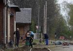 Vor den Fahrten des 2. Bergstadtexpress 2017 wurde durch die Enthusiasten rund um Steve Ittershagen das Gleis 1 im Bahnhof Brand-Erbisdorf instandgesetzt, hier ein diesbezüglicher Arbeitseinsatz am 21. April 2017. Foto: Archiv Bergstadtexpress