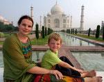 Endlich am Taj Mahal - aufgrund der Saunaatmosphäre konnten wir es nur in Trance erleben