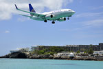 N16701 - Boeing 737-724 - United Airlines @ SXM