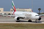 Boeing 777-300 Emirates A6-EMJ