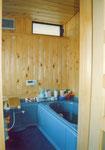 浴室 ハーフユニットに水に強いヒバ材を張りました。