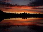 Sonnenuntergang in Rodenbach - gespiegelt im Dachfenster - by Ralf Mayer