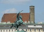 Reiterstatue am Heldenplatz mit Minoritenkirche