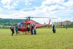 Elite Flights, AS 350 B2 Ecureuil, HB-ZPF, Rundflugtag Gewerbeausstellung UNDOB 2019, Obersiggenthal, friendly inspection