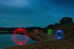 Schwebende Leuchtkugeln