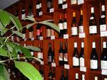 壁一面にワインがずらり!しかも安いっ!