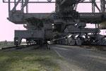 Baggerseitiges Fahrwerk der F60 mit zwei Normalspurgleisen und zwei zusätzlichen Gleisen für Kabel- und Trafowagen