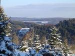 Weg nach Niederehe mit Blick in die schöne Winterlandschaft