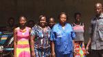 Im CFIAM Koudougou: die angehenden Zweiradmechanikerinnen mit ihren Ausbildern Dié Millogo (1.v.r.) und Mariam Gandéma (3.v.r) sowie Gertrude Ouédraogo, coordinatrice (5.v.r.)