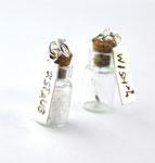 Kleine Glasflasche ca. 2,5cm mit Sternenstaub oder Löwenzahnsamen