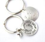 Schlüsselanhänger mit 2,3cm Anhänger, leicht gewölbt, 2-seitig beschriftet