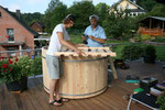 ein Holzgitter welches vom Ofen abhält