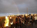 E' un arcobaleno completo. Si vede l'inizio e la fine.