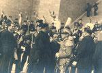 1933 4 novembre 1933 – Brindisi,  giorno dell'inaugurazione del Monumento al Marinaio alla presenza del re Vittorio Emanuele III.